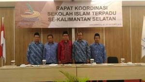 Kabag Kesra Pemerintah Kota Banjarmasin dan Ketua Bidang JSIT Kalsel saat Pembukaan Rakor SIT Se-Kalsel