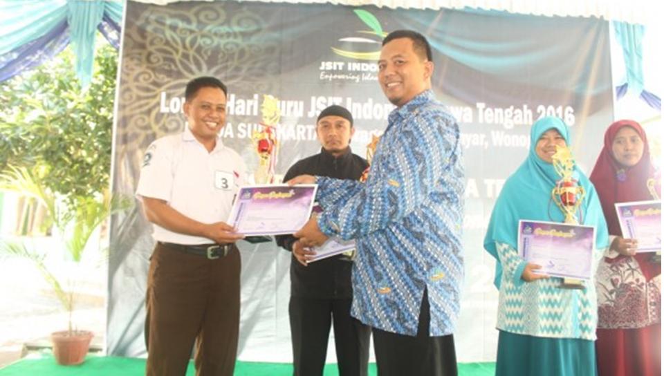 Sragen Juara Umum Lomba Kreativitas Guru JSIT Surakarta